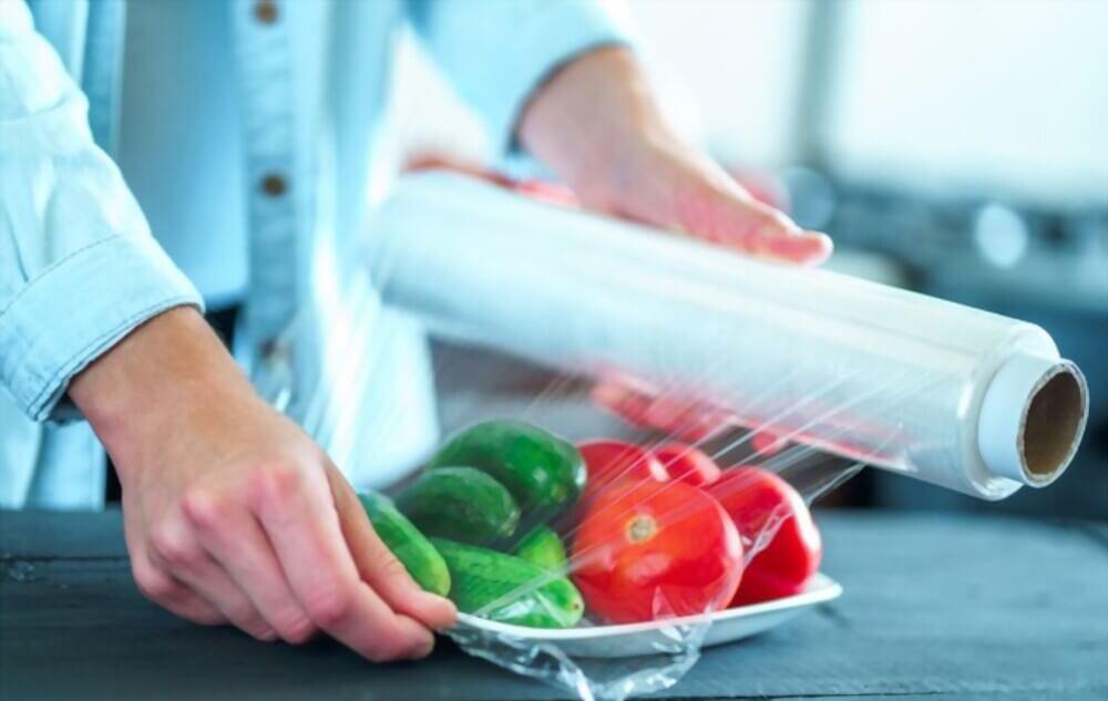از نایلون استرچ یا فیلم استرچ جهت بسته مواد غذایی استفاده می شود